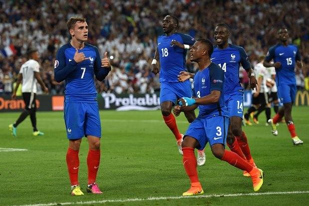 Griezmann (số 7) càng chơi càng cho thấy vai trò quan trọng với ĐT Pháp