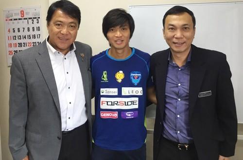 Phó chủ tịch VFF Trần Quốc Tuấn (bên phải) và tiền vệ Tuấn Anh (giữa) ở Nhật Bản