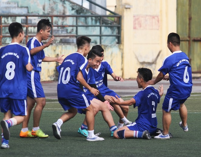 Hình ảnh, kết quả loạt trận sáng 16-10 giải bóng đá học sinh THPT Hà Nội