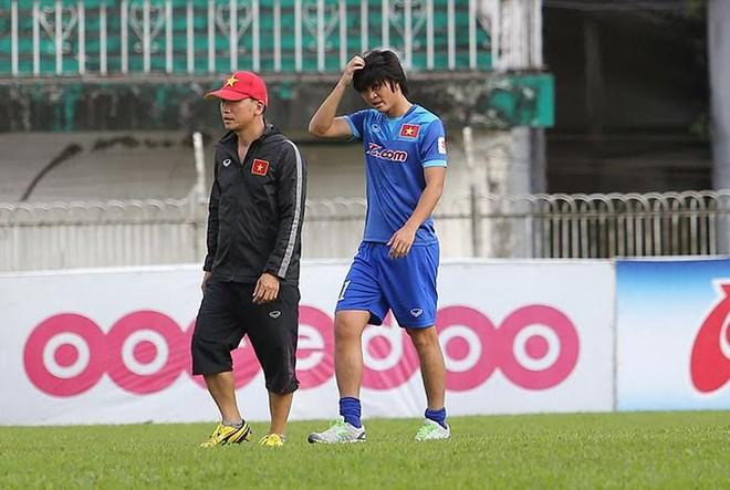 Tuấn Anh lần đầu tiên ra sân tập ở Myanmar