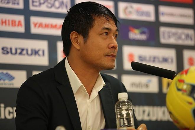 HLV Hữu Thắng trĩu buồn trong buổi họp báo sau trận bán kết lượt về tối 7-12