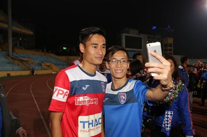 Ngôi sao của Than Quảng Ninh Vũ Minh Tuấn được người hâm mộ chia vui
