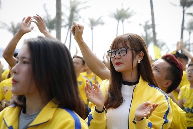 CĐV phấn khích trong lễ tri ân của FLC Thanh Hóa ảnh 4