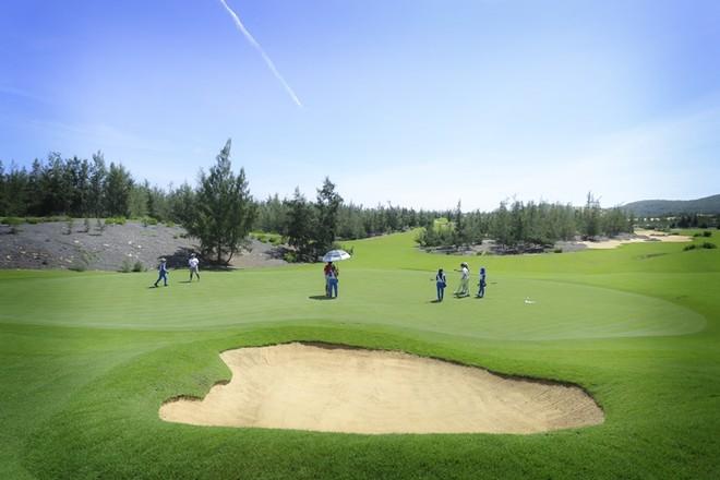 Sân Golf Mountain được nhà thiết kế Schmidt-Curley khéo léo tạo nên những thách thức thú vị cho các golfer
