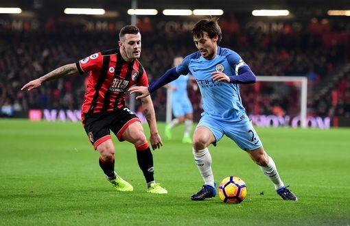 Man City (phải) có 3 điểm trong bối cảnh các đối thủ của họ đều sảy chân