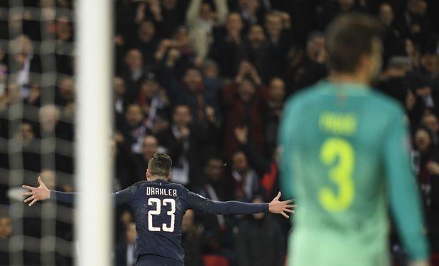 5 phút trước khi hiệp 1 kết thúc, Julian Draxler nhân đôi cách biệt cho PSG từ một cú sút quyết đoán