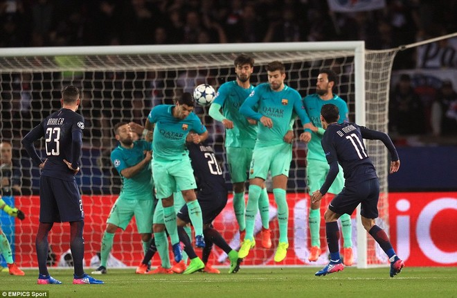 Yếu tố sân nhà đã được PSG tận dụng một cách hoàn hảo khi ngay từ phút 18, Di Maria đã đá phạt thần sầu, mở tỉ số cho đội chủ sân Công viên các Hoàng tử