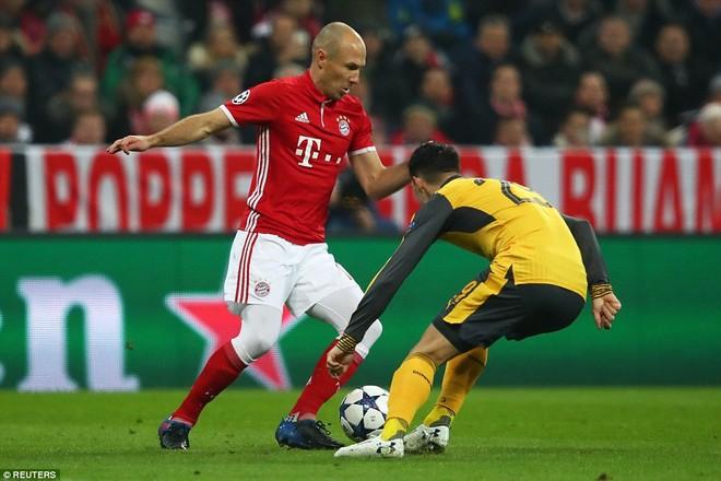 Robben báo hiệu một ngày khổ sở cho hàng thủ Arsenal ngay từ những phút đầu tiên
