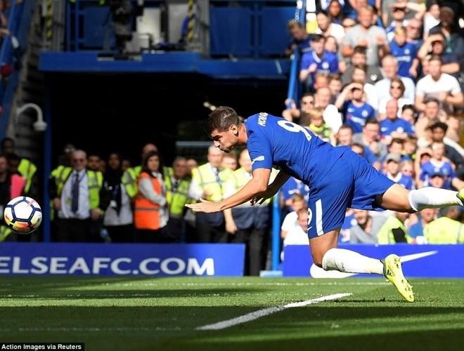 Morata ghi bàn cho Chelsea chỉ 10 phút sau khi vào sân thay người