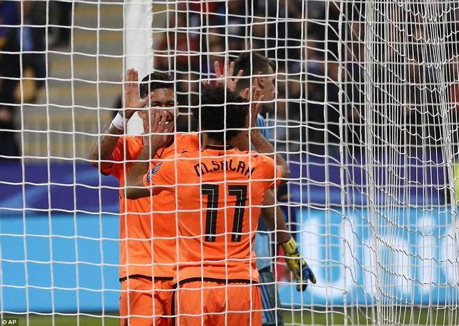 Firmino và Salah cùng ghi cú đúp cho The Kop