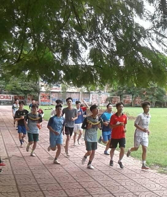 Đội bóng trường THPT Xuân Mai dự giải năm nay