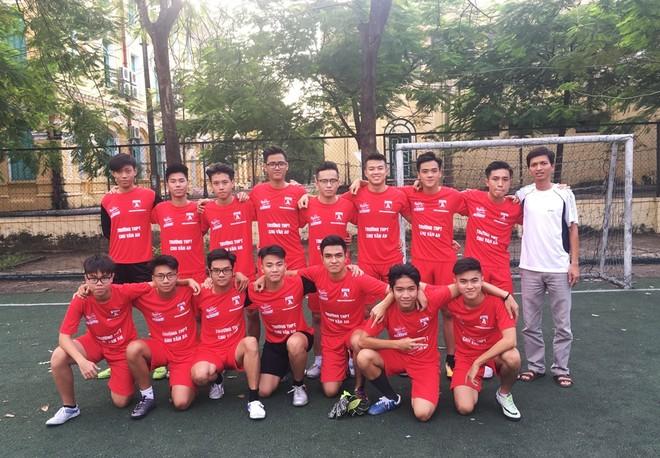 Đội hình THPT Chu Văn An dự giải năm nay trong bộ đồng phục mới 2017