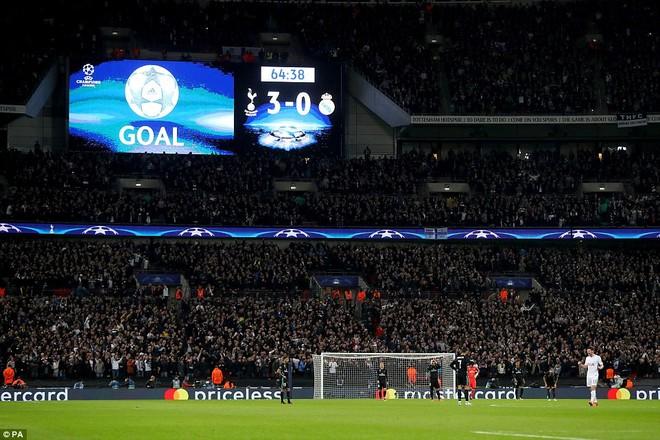 Real bị Tottenham dẫn 3 bàn trước khi có bàn danh dự