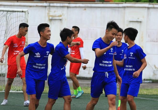 Các cầu thủ trường Nguyễn Trãi (Thường Tín) tạo nên một kỷ lục khó tin: thắng 16-0