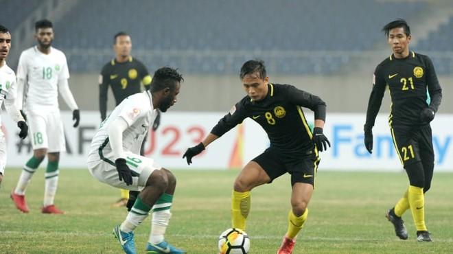 U23 Malasyia (áo đen) là đội Đông Nam Á đầu tiên lọt vào vòng 8 đội mạnh nhất châu Á