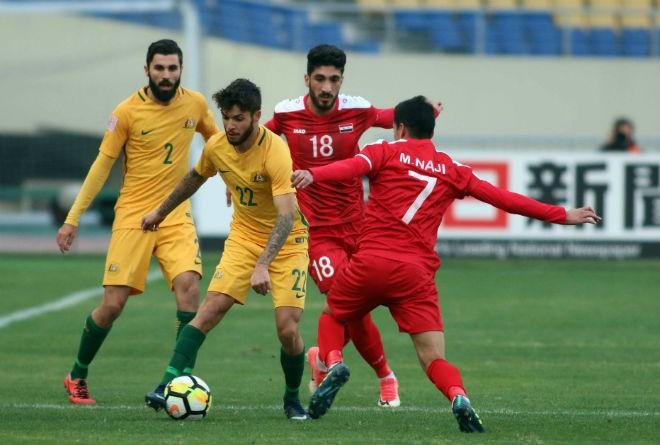 U23 Syria (áo đỏ) đang bị nghi ngờ gian lận tuổi