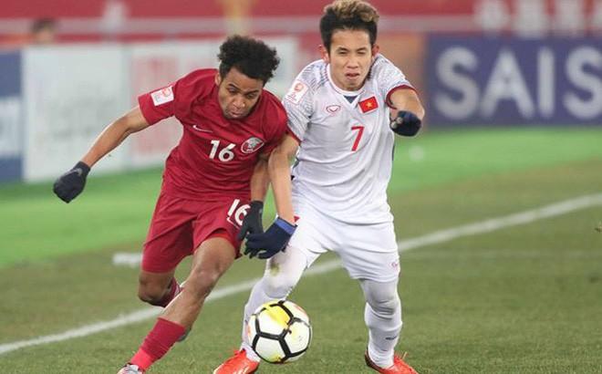 Hồng Duy (phải) đã chơi cực hay ở trận bán kết với U23 Qatar