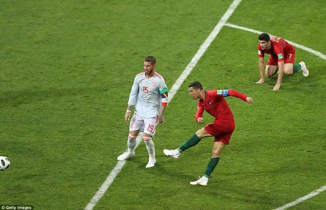 Cú sút rất cơ bản và không có gì quá khó của Ronaldo