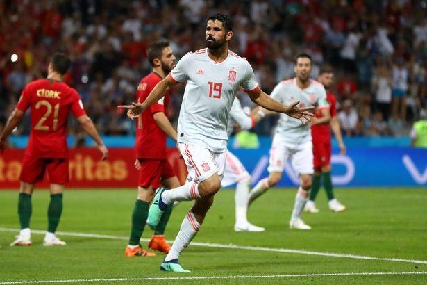 Diego Costa không vừa khi lập một cú đúp vào lưới Bồ Đào Nha