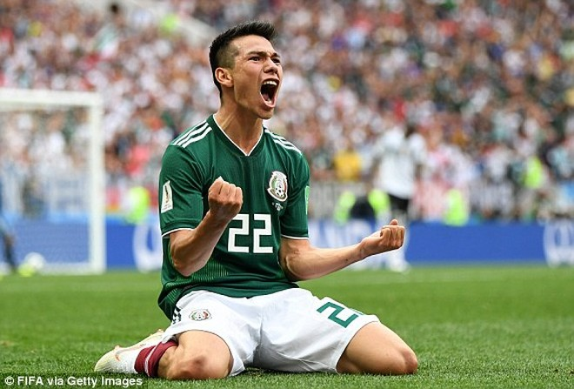 Lozano ăn mừng sau khi xé lưới tuyển Đức