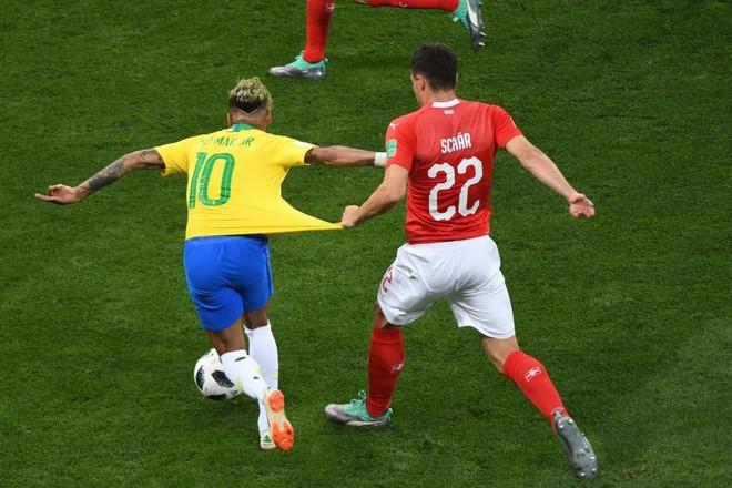Hàng phòng ngự Thụy Sĩ đã làm rất tốt công việc vô hiệu hóa Neymar