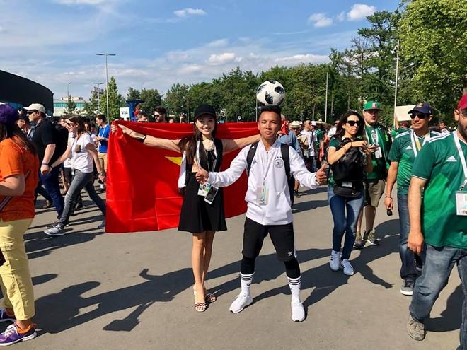 Nhóm bạn của Nguyễn Ngọc Nữ trên đường phố ở Nga