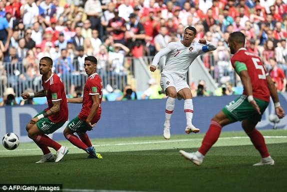 Ronaldo và cú đánh đầu mở tí số cho Bồ Đào Nha