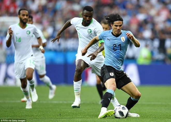 Ả-rập Xê-út (trắng) đã chia tay World Cup 2018 sau trận thua Uruguay