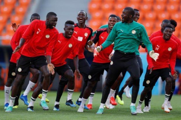 [VIDEO] Cầu thủ Senegal gây bão với vũ điệu cực kỳ đáng yêu trên sân tập