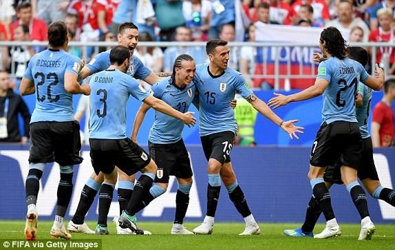 Uruguay độc chiếm ngôi đầu bảng A
