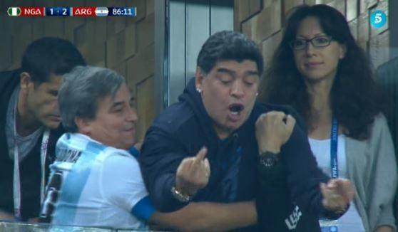 Maradona phấn khích quá đà với chiến thắng của Argentina