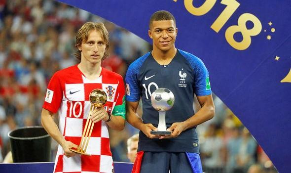Modric giành Quả bóng Vàng World Cup 2018, bên cạnh Cầu thủ trẻ xuất sắc nhất Mbappe