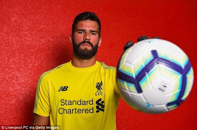 Alisson trong ngày ra mắt Liverpool