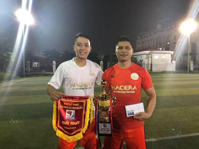 Đại diện CLB Nacera và chiếc cúp vô địch Dental Cup 2018