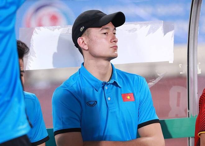 Gương mặt buồn của Văn Lâm sau khi biết tin mình bị loại (Ảnh: Tiểu Lam)