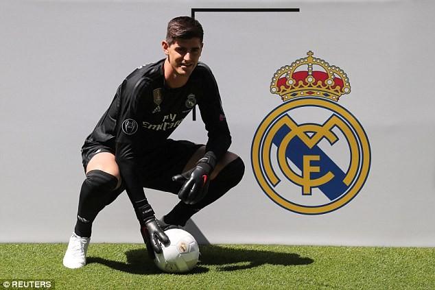 Courtois đã chính thức ra mắt Real Madrid
