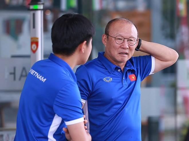 HLV Park Hang-seo tiếp thêm sự tự tin cho các học trò theo nhiều cách khác nhau (Ảnh: Tiểu Lam)
