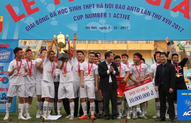 Khoảnh khắc đăng quang của THPT Nguyễn Thị Minh Khai ở mùa giải 2017