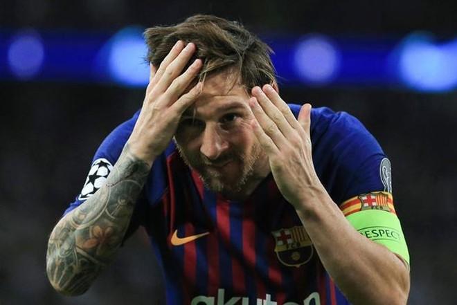 Động tác ăn mừng lạ lẫm của Messi