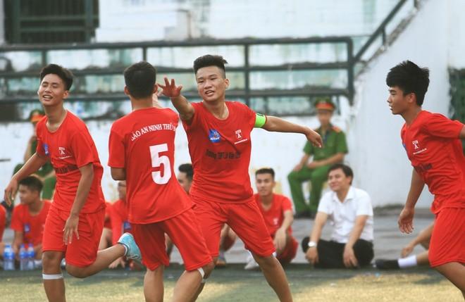 Đội hình của THPT Lê Văn Thiêm được hoàn thiện hơn nhiều sau 10 tháng qua