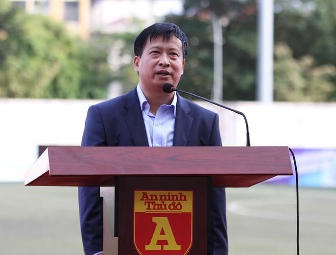 Ông Nguyễn Thanh Bình - Tổng Biên tập Báo ANTĐ - Trưởng BTC giải phát biểu trước trận chung kết (Ảnh: Phi Phi)