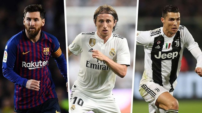 Modric (giữa) lần đầu tiên khiến cả Messi lẫn Ronaldo phải đi sau