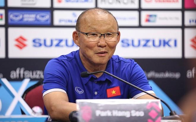HLV Park Hang-seo trong buổi họp báo sau trận chung kết lượt đi ở Bukit Jalil