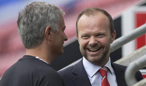Mourinho gặp Ed Woodward để nhận trát sa thải thay vì nhận tiền bơm cho chuyển nhượng