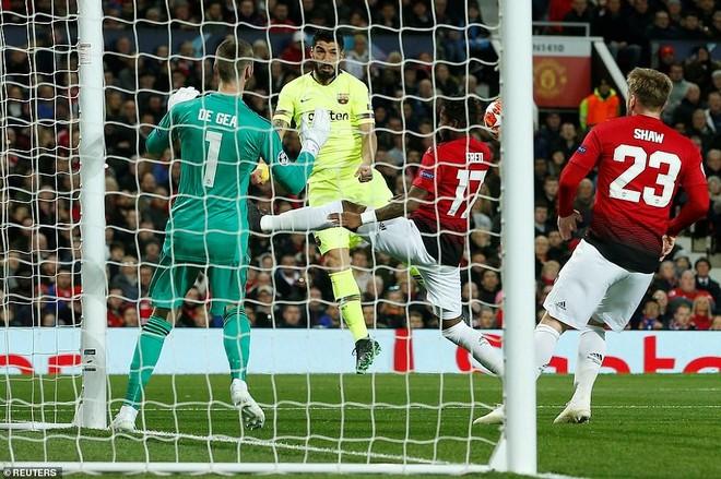 M.U 0-1 Barca: Hàng công bất lực, hàng thủ tội đồ ảnh 1