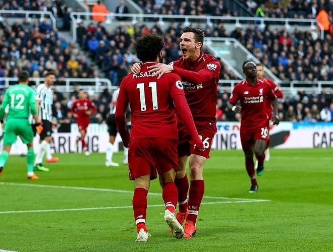 Trước khi rời sân, Salah đặt dấu ấn với 1 bàn thắng