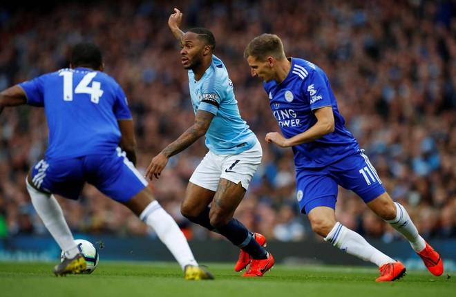 Leicester (xanh) khiến Man City gặp nhiều khó khăn