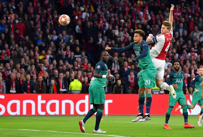 De Ligt mở tỉ số từ rất sớm cho Ajax