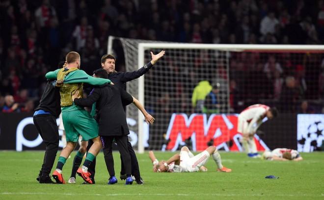 Tottenham lọt vào chung kết Champions League theo kịch bản nghẹt thở nhất
