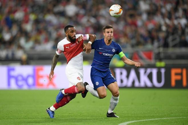 Chelsea và Arsenal có một hiệp 1 tẻ nhạt